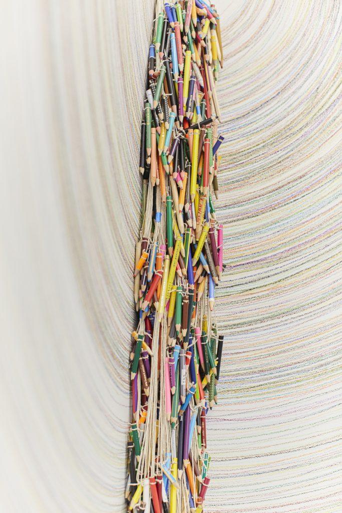 Detalle de Lapso, Abundancia y Saturación en exposición Dos Líneas Tocando un Cántaro